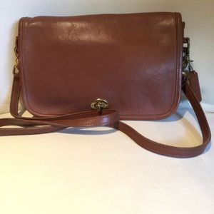 Vintage Women's COACH Pocket Purse 9755 Crossbody